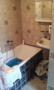 De badkamer voor de verbouwing